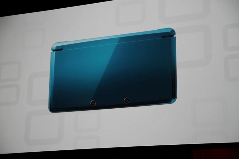 [E3 2010] Presentada la Nintendo 3DS Nintendo-3ds-oficial-4