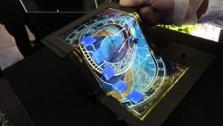 Las pantallas táctiles OLED de triple pliegue podrían fusionar los smartphone y tablets