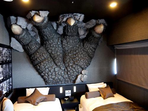 Hotel Godzilla 5