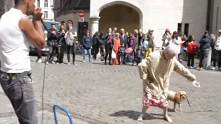 ¡Esta abuela sí que sabe cómo bailar beat box!