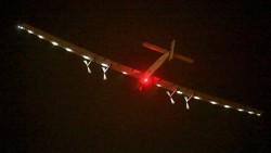 El avión solar tiene un aterrizaje de emergencia por mal tiempo!