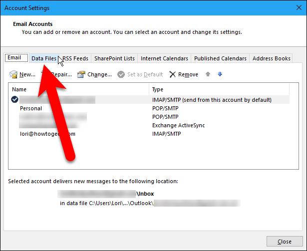 """La carpeta que tenemos de elementos eliminados no es grande, pero debemos vaciarla de todos modos antes de compactar nuestro archivo de datos. Haga clic en """"Cerrar"""".13"""
