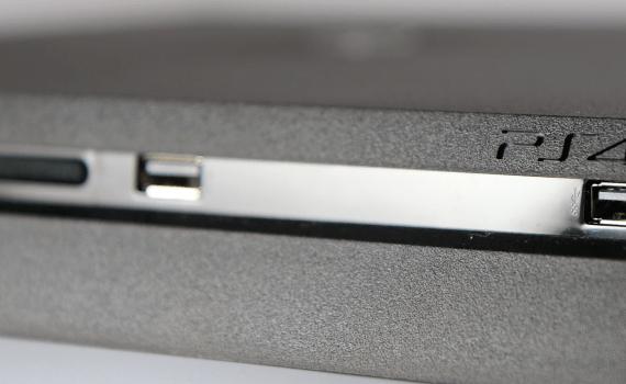 PlayStation 4 cucarachas
