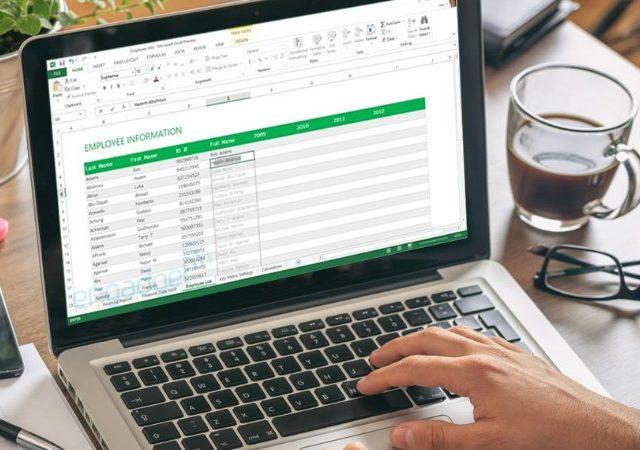 """Dividir celdas en Excel con la función """"Texto a columnas"""""""