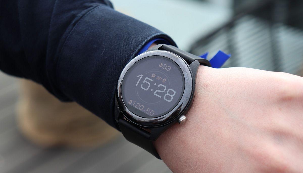 reloj inteligente o banda de ejercicios