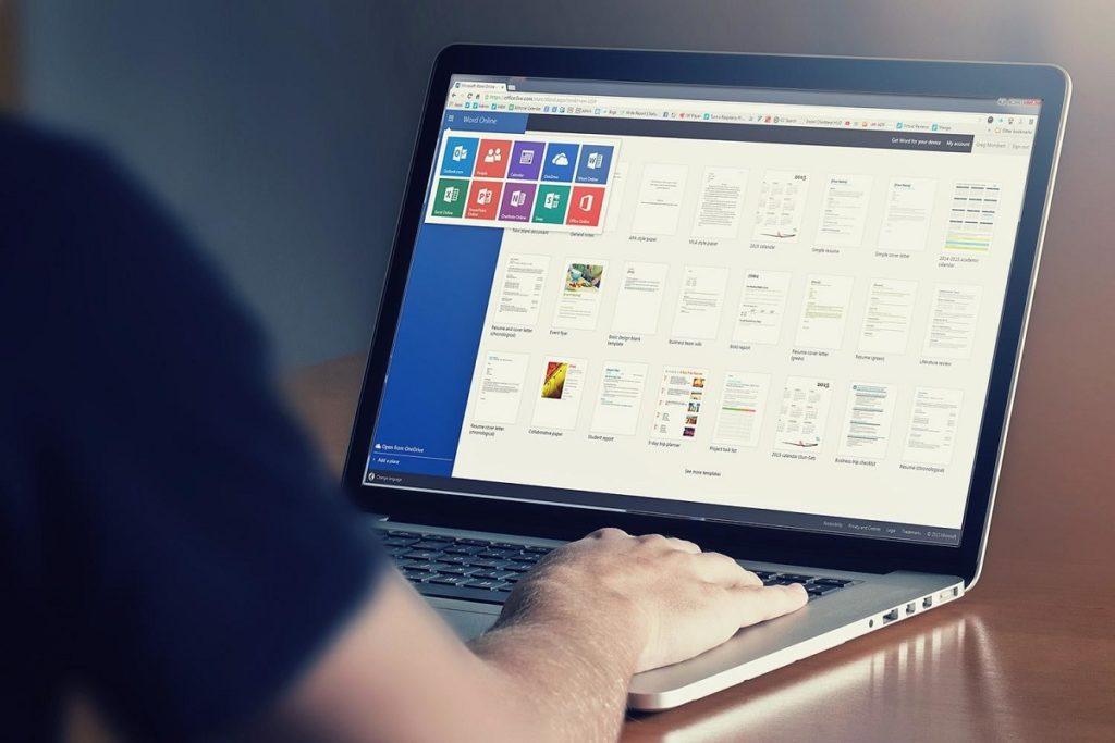 ¿Cómo voltear una imagen en Microsoft Word?