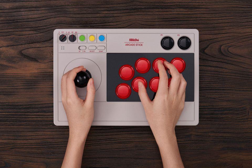 8BitDo y su stick arcade personalizable para PC y Switch