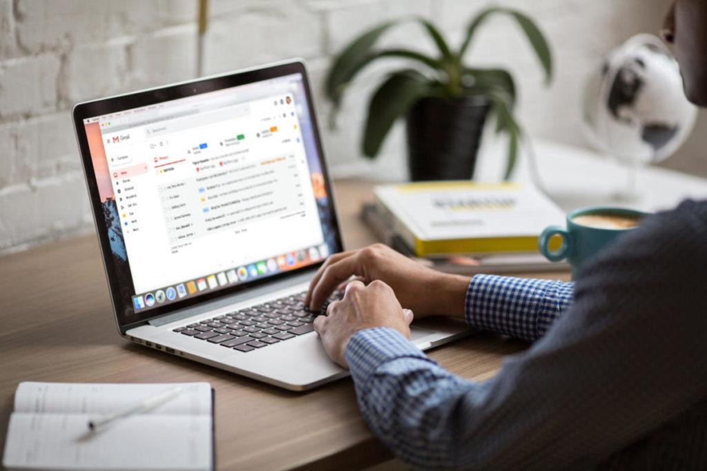 ¿Cuál es la mejor manera de organizar correos electrónicos?