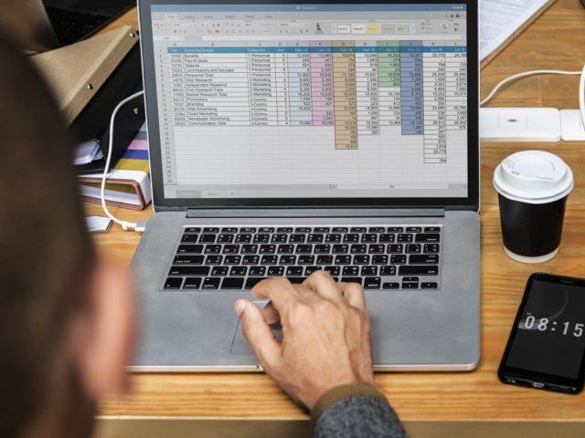 ¿Cómo usar exponentes o potencias en Excel?