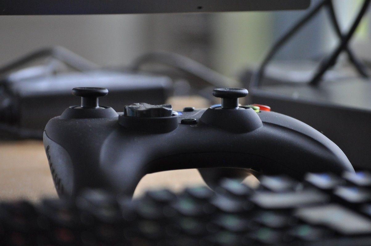 jugar Among Us controlador 1
