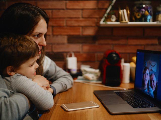 ¿Cuál es la mejor app de videollamadas para usar con tu familia?