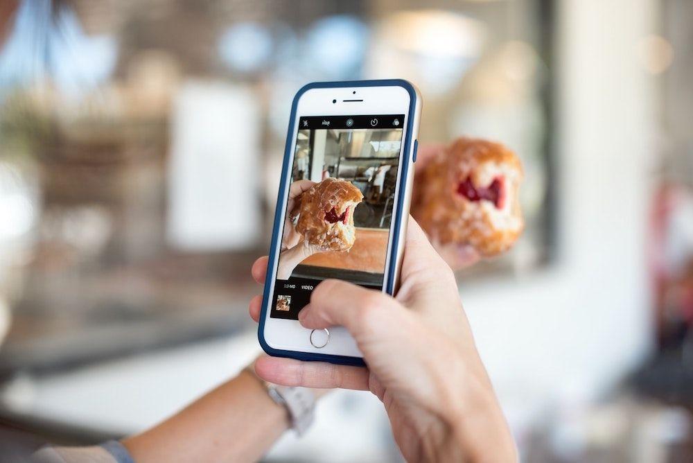 Compartir momentos en historias de Instagram.