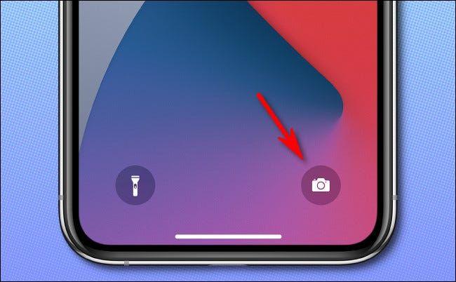 Abrir cámara desde pantalla de bloqueo en iPhone con Face ID.