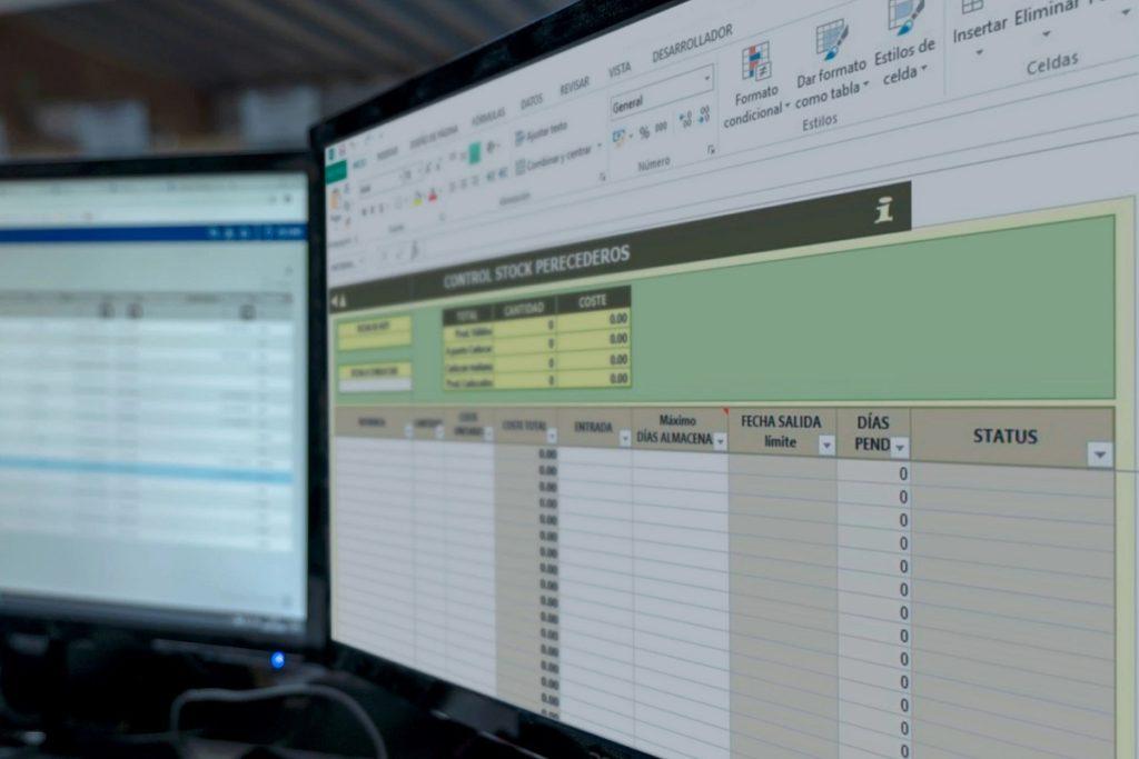 ¿Cómo aplicar formato de texto y números a las celdas en Excel?