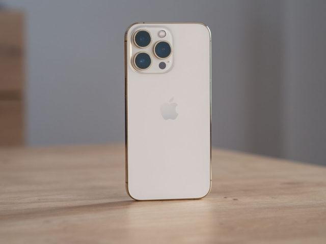 Actualizar iPhone 13 para solucionar el desbloqueo con Apple Watch